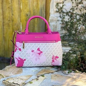 NWT Michael Kors signature md Hailee satchel bag